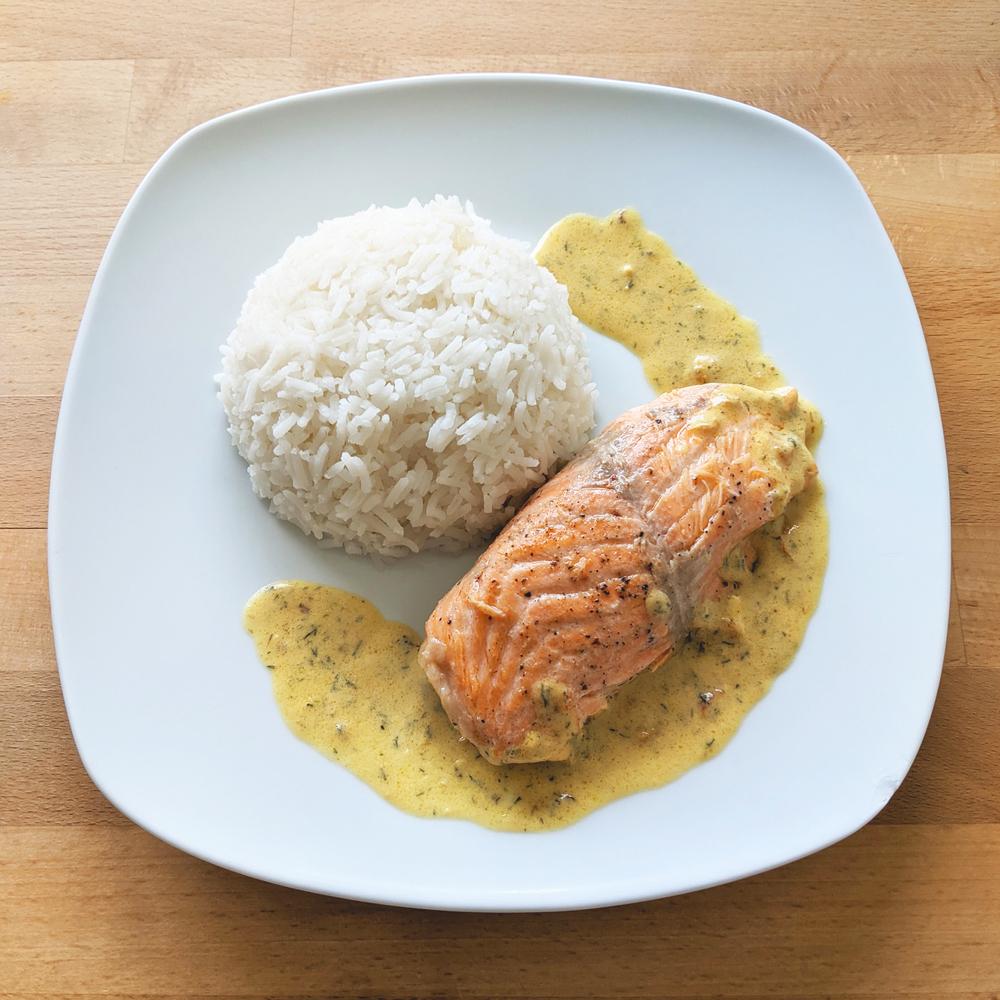Salmon fillet with mustard sauce