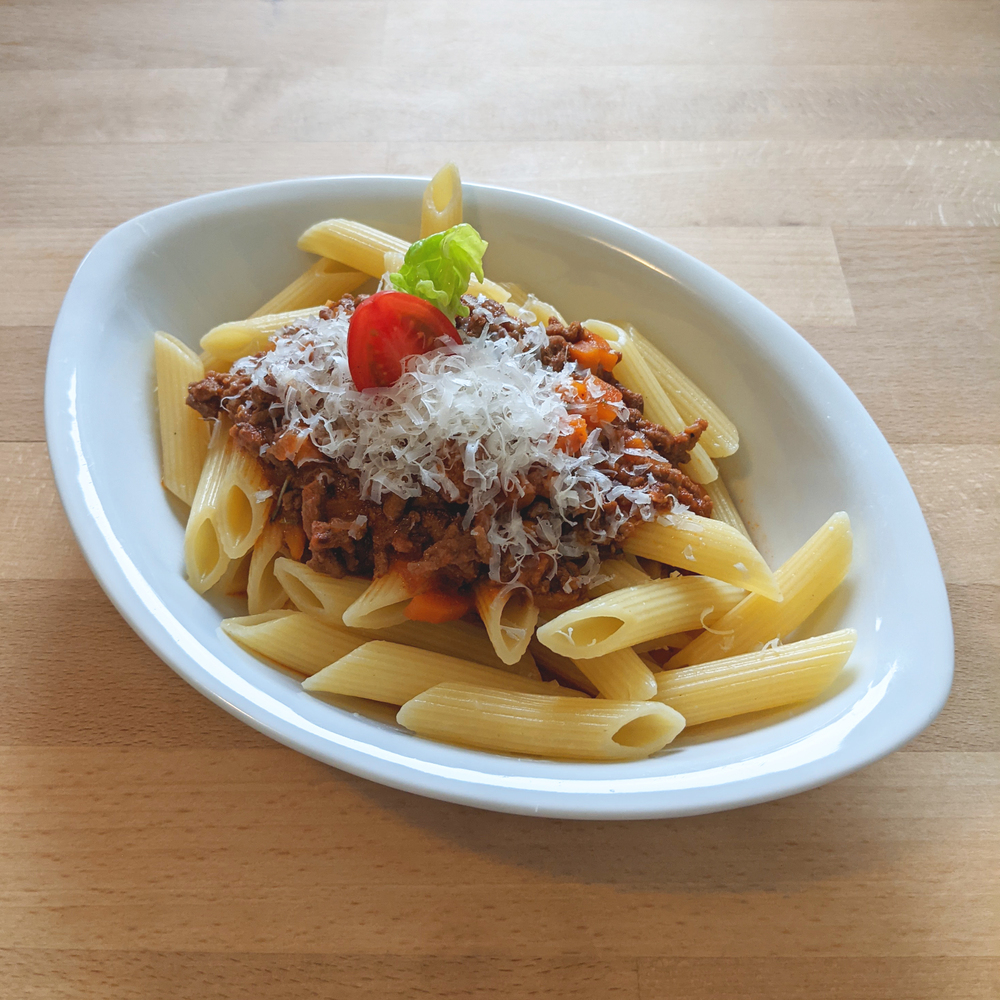 Minced meat sauce with noodles